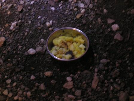 おちびに焼き芋.jpg