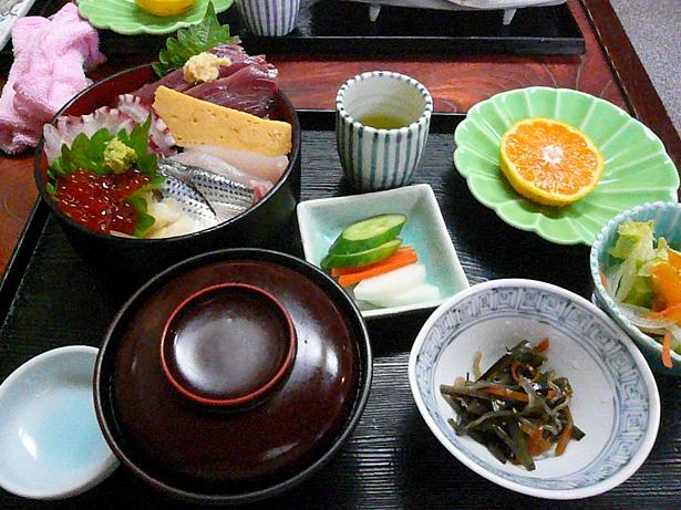 10.26ランチ海鮮丼セット