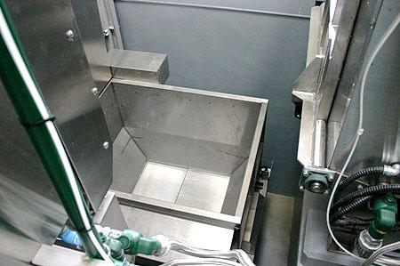 焼却炉へと亡骸を運搬する装置