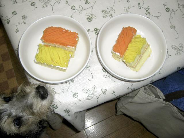 今年のケーキ。黄色がコーンでオレンジがニンジン