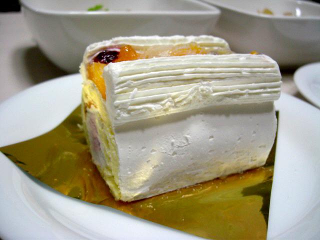 フルーツのロールケーキ