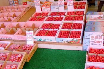 060706果物屋さんのさくらんぼ