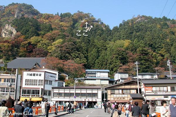 061105下から見た山寺