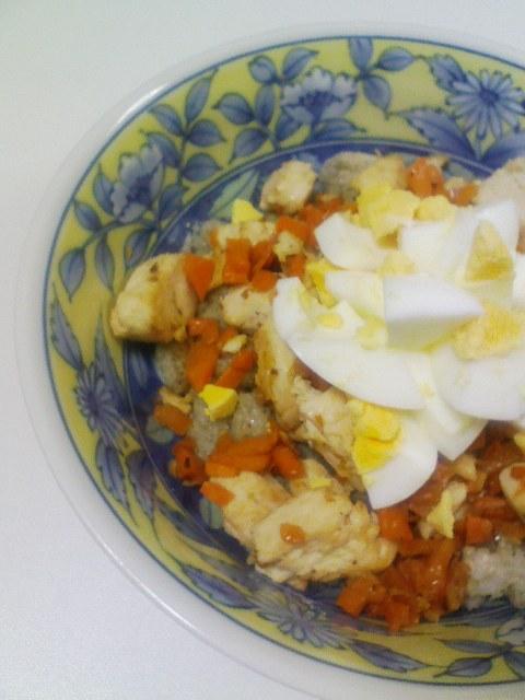鶏とゆで玉子の混ぜご飯