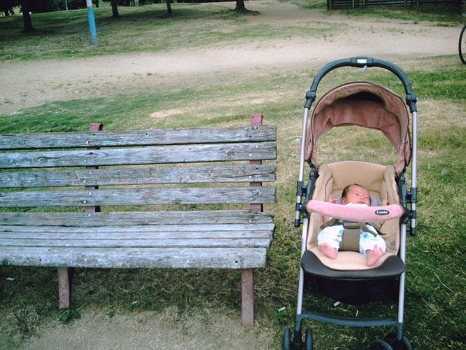 公園に赤子