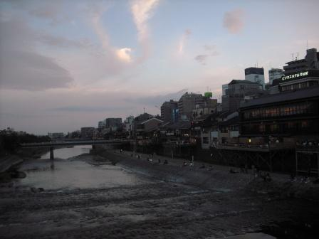 夕暮れの加茂川