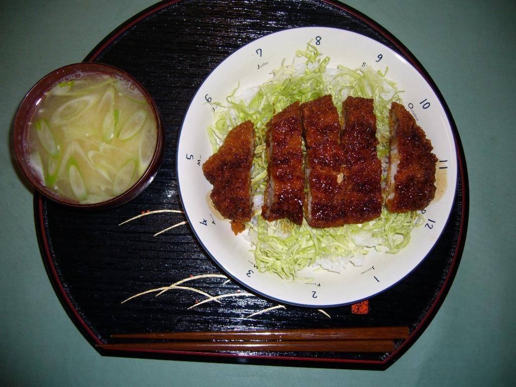 これが、ソースカツ丼だぁ〜!