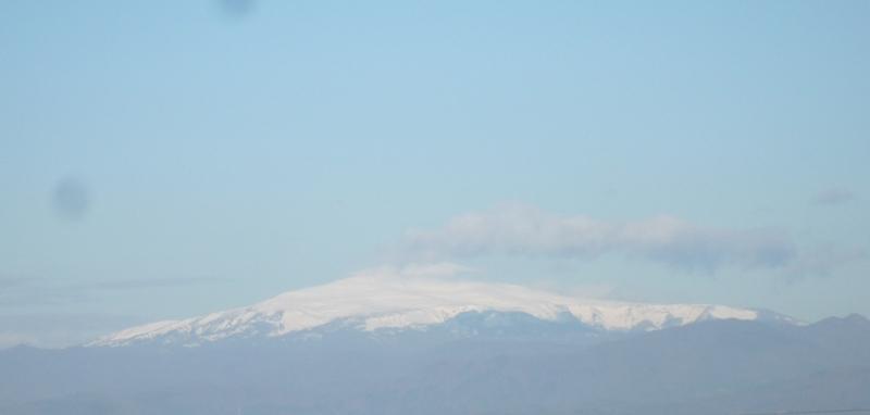 山には雪が〜!