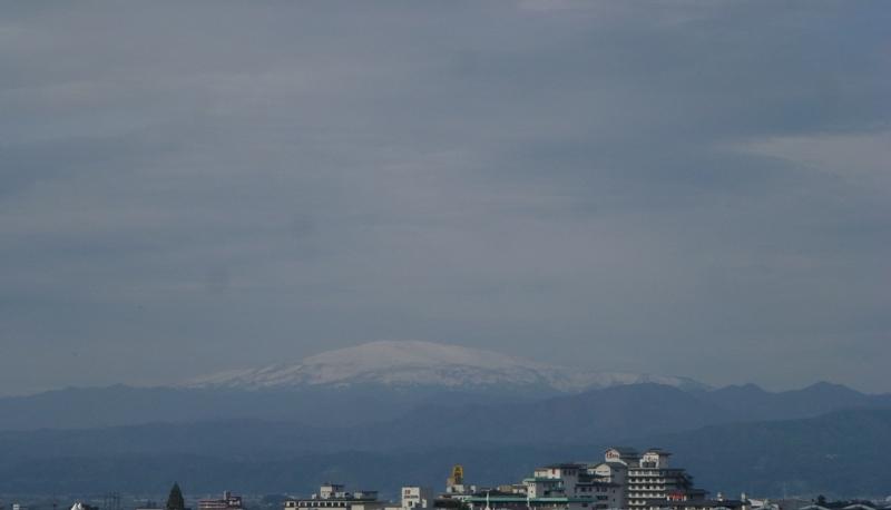 月山が白くなってる!